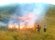 جوامع محلی برای مهار آتش دستانشان خالی است
