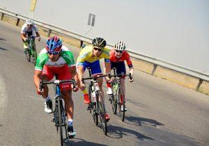 دوچرخهسواران بعلت نبودمسیرویژه برای تمرین جادهها راانتخاب کرده اند