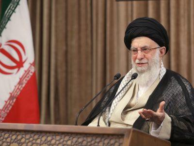 گذشت زمان نمیتواند یاد شهیدان را از خاطر ملت ایران بزداید