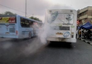 نفس های سیاه اتوبوسهای فرسوده در خیابانهای شهر