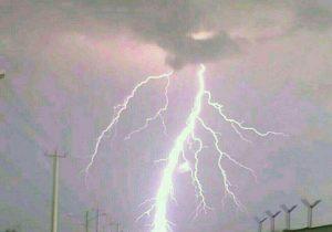 خسارت  توفان و باران به شبکه برق شهرستان دشتی