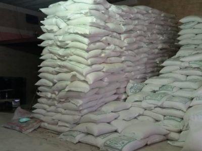 کشف بیش از ۵ تن روغن و برنج احتکار شده در پرند