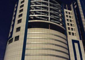 انتقادتنداستاندارگلستان از روندکندساخت هتل