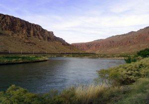 از رودخانهها فاصله بگیرید